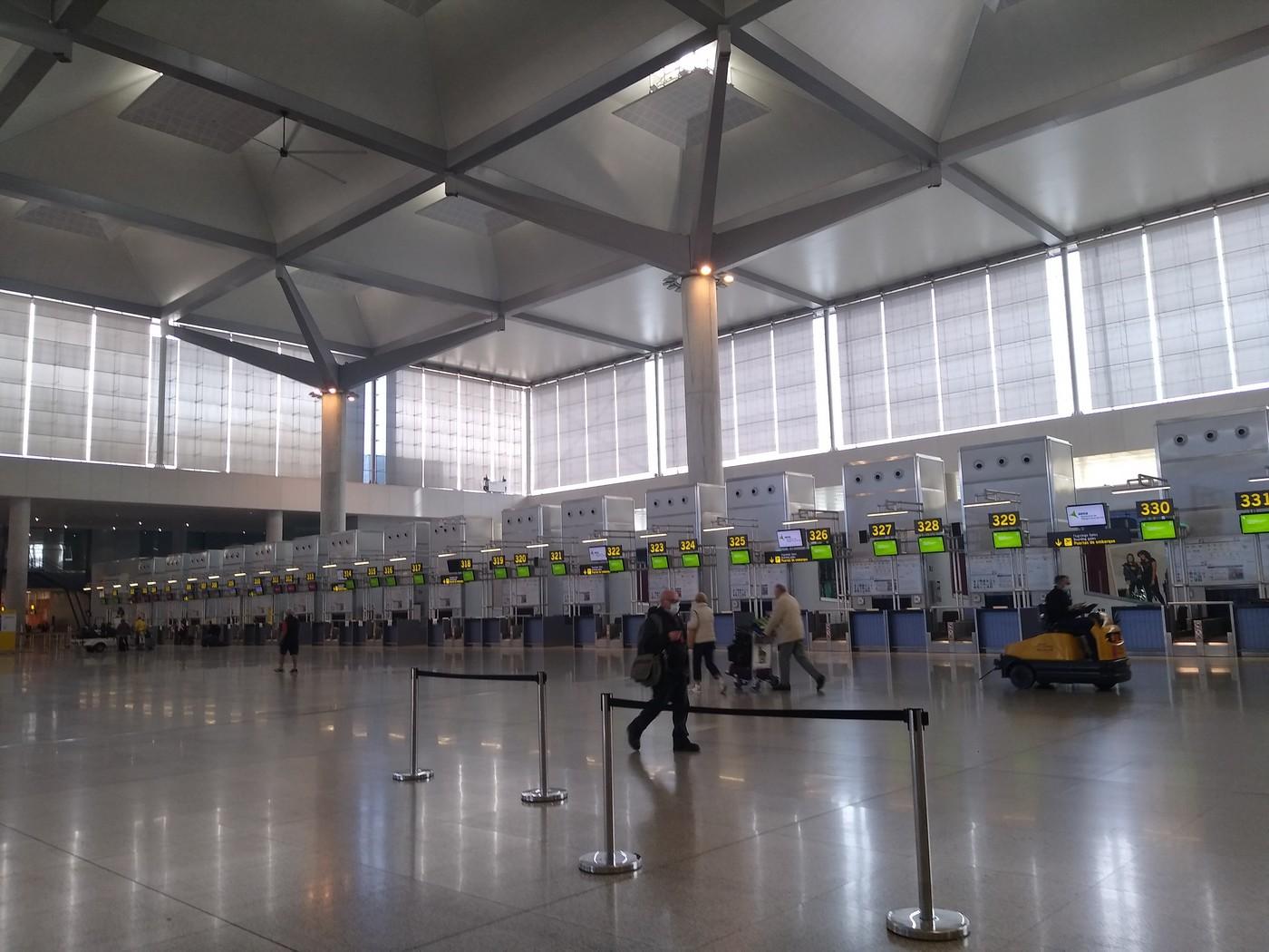007-Airport-Lockdown-by-Madeleine-Lehane